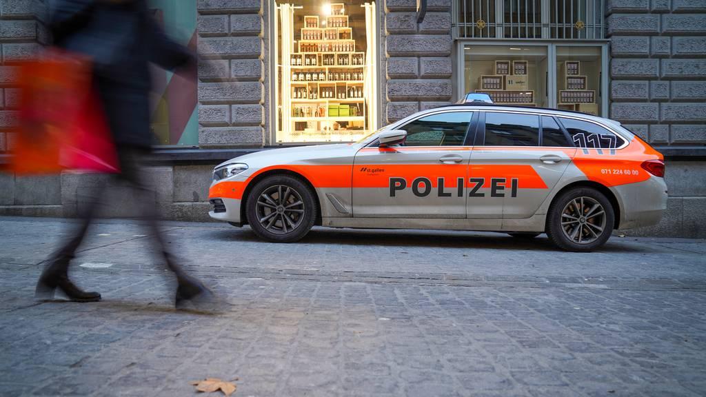 31-jähriger Mann belästigt Passanten – Polizei findet Küchenmesser und Marihuana