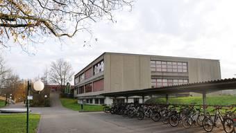 Im Bez-Schulhaus in Klingnau besuchen neuerdings auch Sek- und Realschüler den Unterricht.