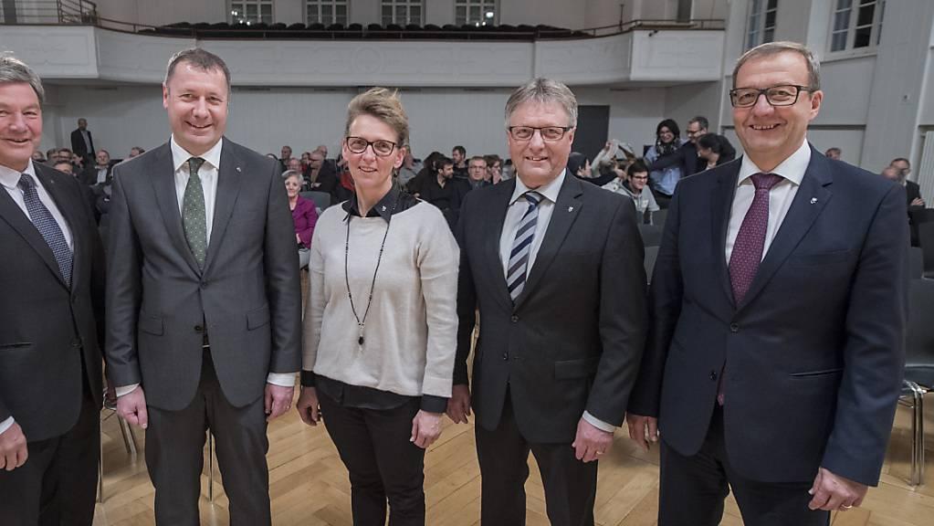 Josef Niederberger (zweiter von rechts) und Alfred Bossard (rechts) treten bei den Nidwaldner Regierungsratswahlen nicht mehr an. (Archivbild)