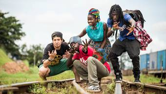 Die zwei Wohler Jocelyn Daloz (Bild links) und Johannes Küng haben mit zwölf anderen Kunstschaffenden in Kampala neue Lieder aufgenommen.Kibuuka Mukisa Oscar