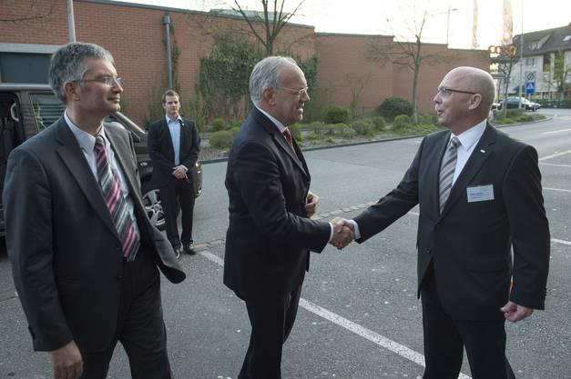 Peter Lüscher, Aargauische Industrie- und Handelskammer, begrüsst Bundesrat Johann Schneider-Ammann.