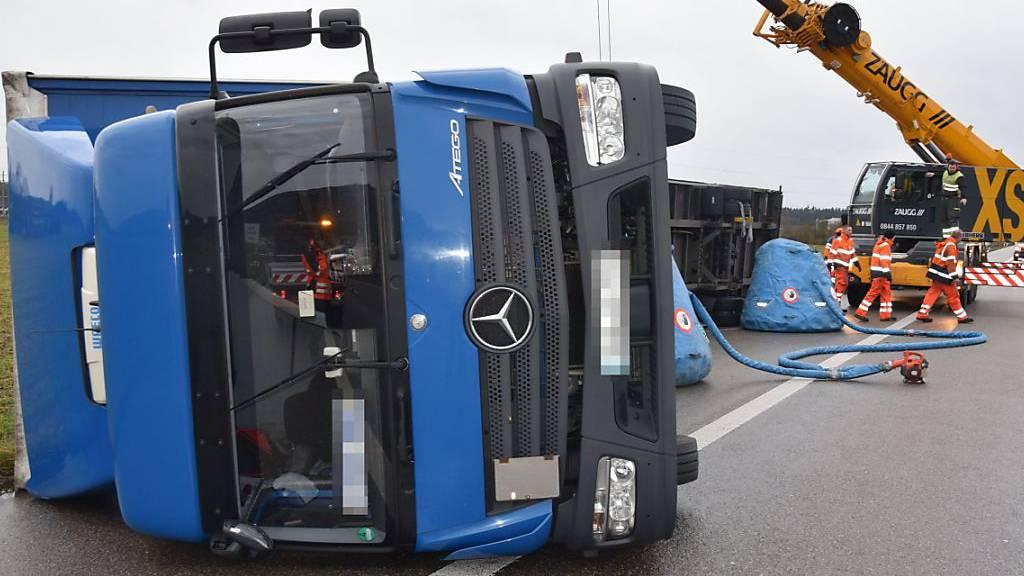 Lifte ausser Betrieb und Lastwagen gekippt
