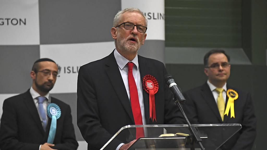 Haushoher Sieg für Tories - Johnson will Brexit Ende Januar