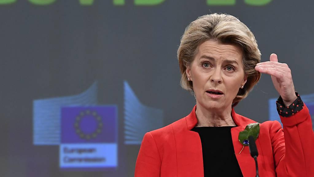 Ursula von der Leyen (CDU), Präsidentin der Europäischen Kommission, spricht während einer Pressekonferenz. Foto: John Thys/Pool AFP/dpa