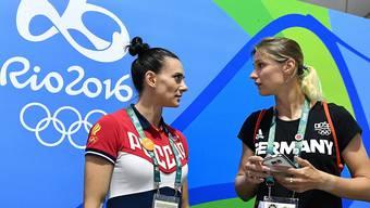 Weilt trotz Startverbot an den Olympischen Spielen in Rio: Jelena Isinbajewa (links)