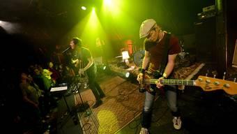 Danke für die Musik: Gestern Abend spielte die grosse Basler Band Lovebugs in der Kuppel Cover-Lieder anderer Basler Musikgruppen.