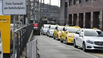 Taxistandplätze am Oltner Bahnhofplatz Freie Taxiwahl Taxi Taxis Taxistand Taxichauffeur Taxichauffeuse Bahnhof Olten