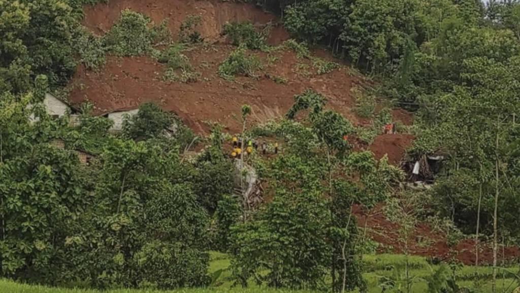 Zwei Tote nach Erdrutsch – Suche nach 16 Vermissten