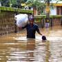 Nach sintflutartigen Regen im indischen Bundesstaat Kerala mussten tausende Menschen ihre Häuser verlassen.