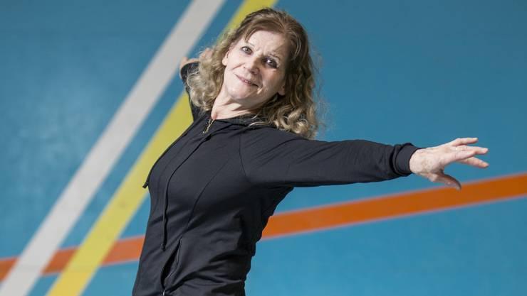 Angespannt bis in die Zehenspitze: Die Kunstturnerin Emmi Schmid-Schubiger in Weiningen.