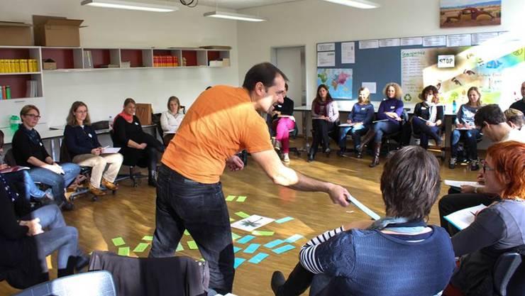 Gruppenarbeit für gemeinsame Lösungen in Erziehungsfragen. HAG