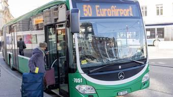 Der 50er-Bus fährt vom Basler Bahnhof SBB zum Euro-Airport. Bis zum Bahnanschluss dauert es noch.