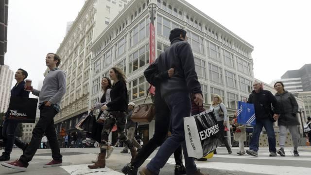 Konsumenten mit Einkaufstaschen in San Francisco