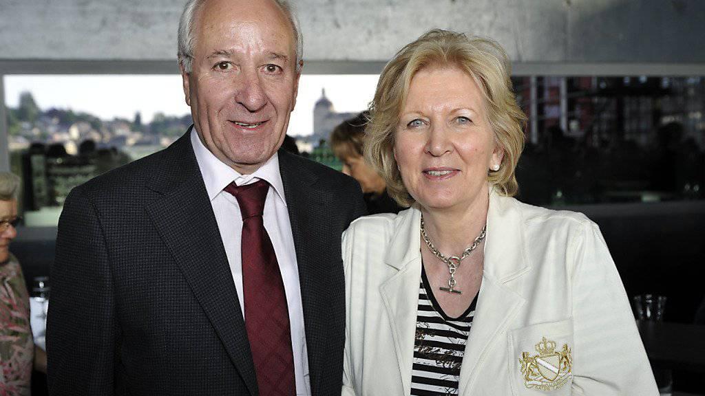Achille Casanova - hier mit seiner Frau im Jahr 2010 - hat als Bundeskanzler mit 26 Bundesräten zusammengearbeitet.