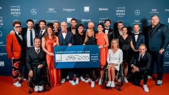 Gruppenbild der Laureus Charity Night in Dübendorf