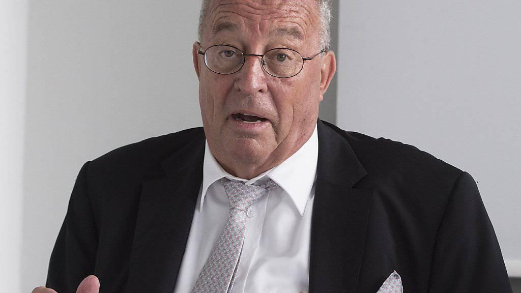 Verlegerpräsident Hanspeter Lebrument fordert gute Rahmenbedingungen für die privat finanzierten Zeitungs- und Zeitschriftenverlage. Die SRG müsse sich auf ihr Kerngeschäft konzentrieren. Werbe-Einnahmen seien dafür nicht nötig.