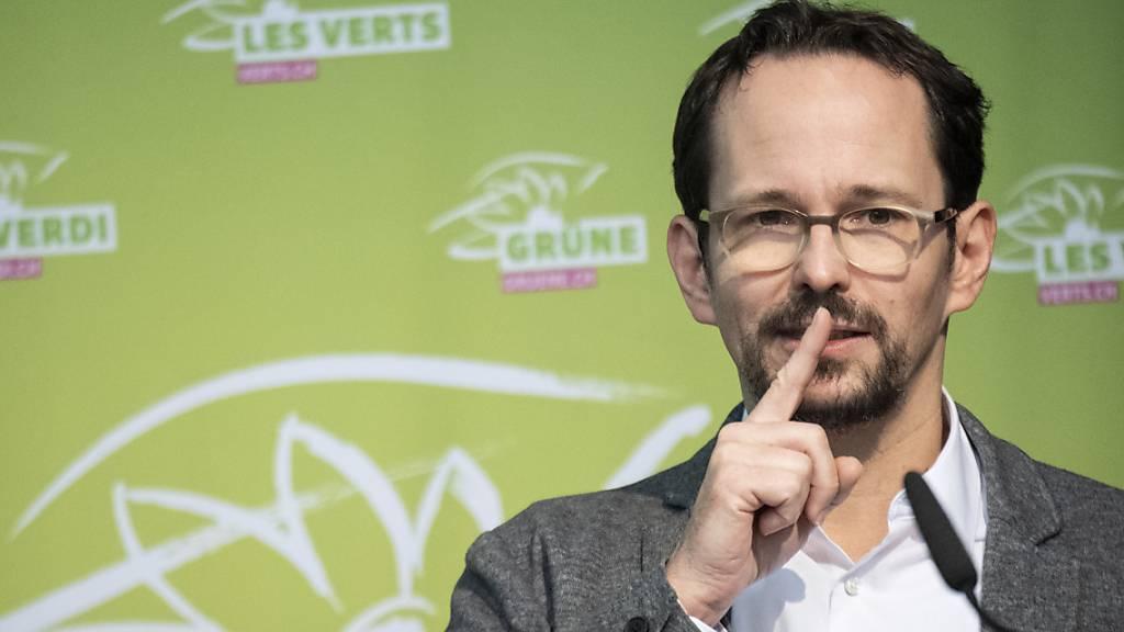 Der Zürcher Nationalrat Balthasar Glättli gibt das Amt als Fraktionschef der Grünen per sofort ab. Wer ab der Sommersession die Zügel in der Hand hat, wird am Freitag entschieden. (Archivbild)