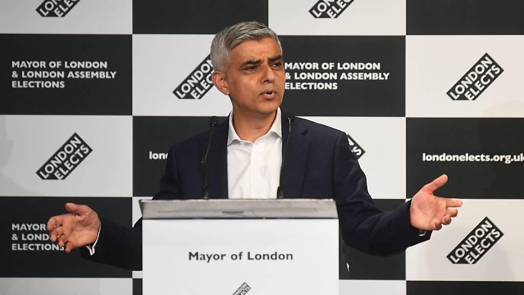 Der Labour-Politiker Sadiq Khan spricht, nachdem er in der City Hall zum nächsten Bürgermeister von London erklärt wurde.