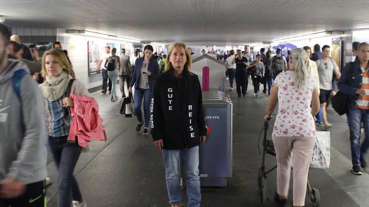 Bernadette Bernasconi an ihrem «Stammplatz» in der Bahnhofunterführung.
