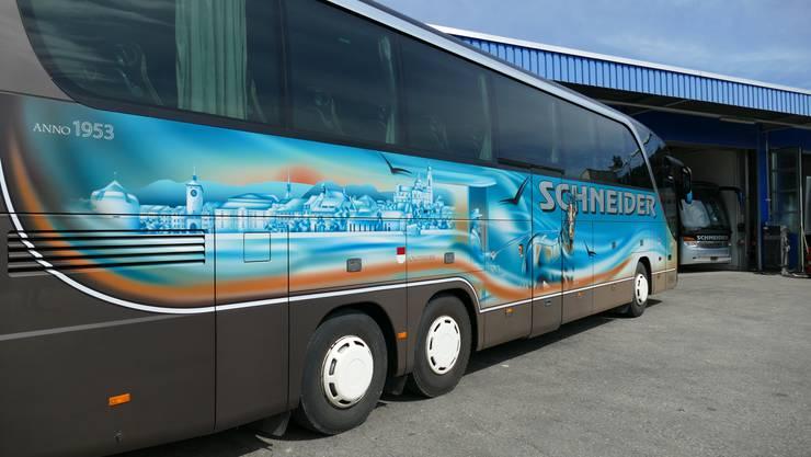 Der Car zum 40-Jahrjubiläum von Schneider Reisen. Das Unternehmen wurde 1978 gegründet.