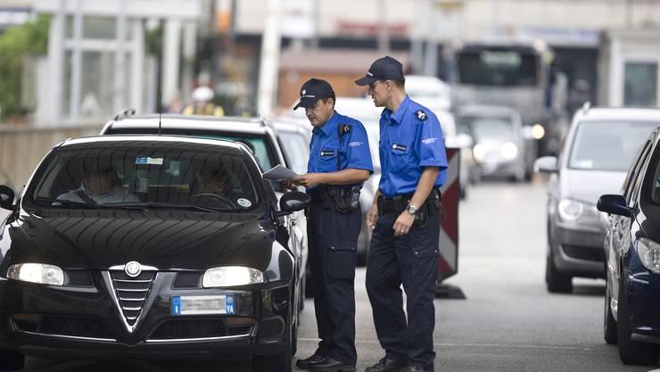 Nicht nur am Zoll werden die Italiener kontrolliert, seit April auch am Arbeitsplatz.