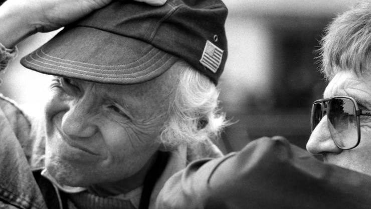 """Kameramann Haskell Wexler (links) beim Dreh des Films """"The Man Who Loved Women"""": Der zweifache Oscar-Preisträger starb am Sonntag 93-jährig. (Archivbild)"""