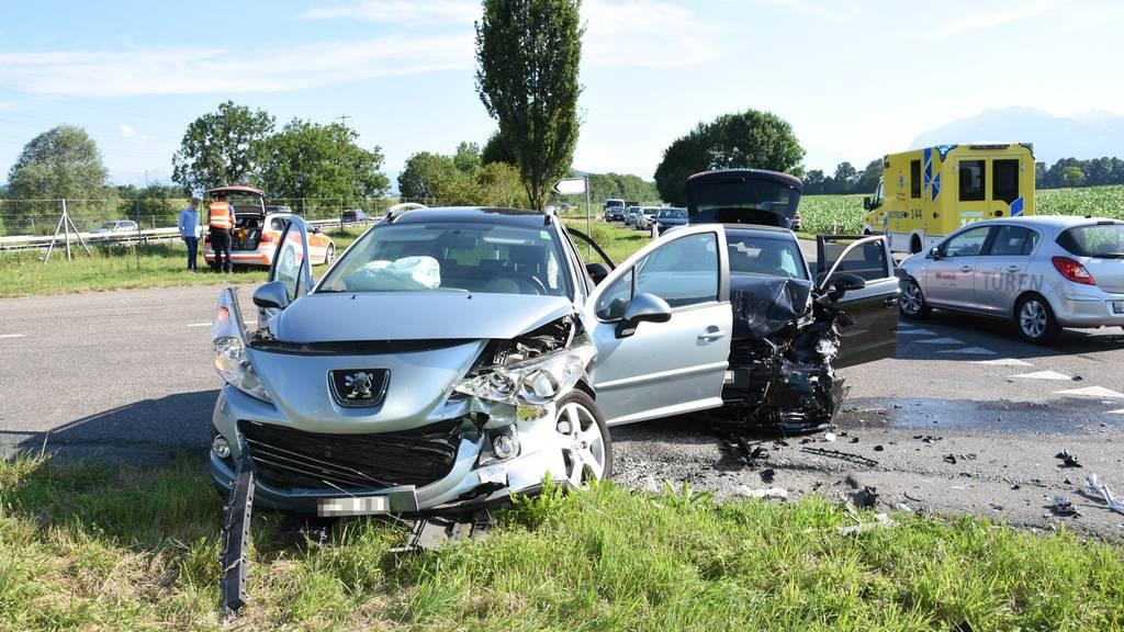 An drei Autos entstand Sachschaden.