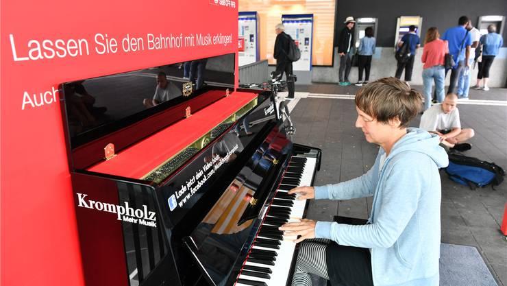 Wieder steht ein Klavier am Bahnhof Olten.