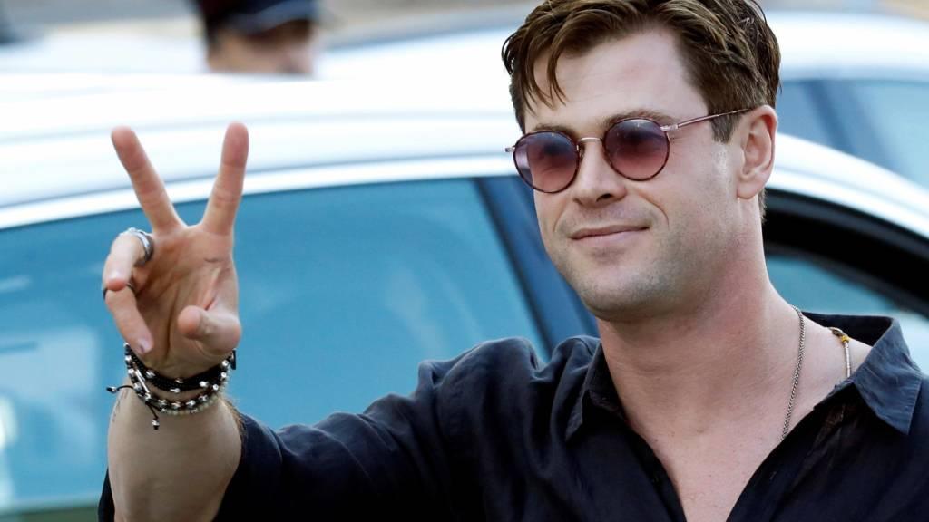 Chris Hemsworth begibt sich für Hai-Doku unter Wasser