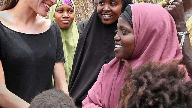 Angelina Jolie in einem Flüchtlingslager in Kenya (UNHCR)