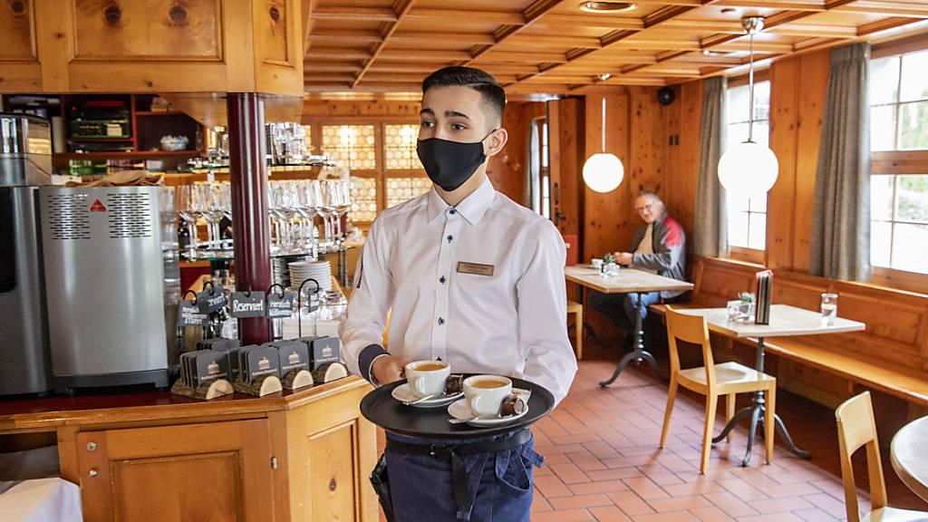 Die Schweizer Wirschaft hat im Jahr 2020 unter den Folgen der Coronakrise gelitten. Vor allem in der Gastronomie oder bei Freizeit und Kultur sind die Ausgaben stark zurückgegangen.(Archivbild)