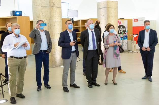 Maskenpflicht im Grossratsgebäude: Parteichefs, Regierungsräte und Journalisten hielten sich dran.