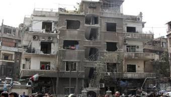Durch die Wucht der Explosion wurden mehrere Gebäude in Damaskus zerstört