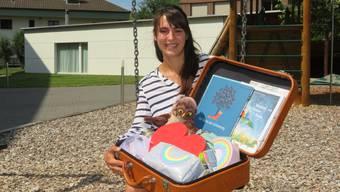 Trauerbegleiterin Katharina Keel zeigt ihren Arbeitskoffer.