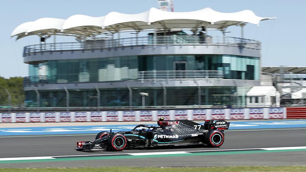 Mercedes-Fahrer Valtteri Bottas war im ersten Training am zweiten Grand-Prix-Wochenende in Silverstone der Schnellste