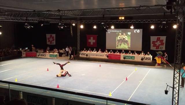 Mit dieser Darbietung wurden Tamara Jeggli und Nadine Treier vom Turnverein Eien-Kleindöttingen Aerobic-Schweizermeisterinnen 2018 in der Disziplin «Paar».