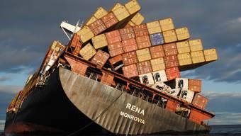 """Das Containerschiff """"Rena"""" auf einer Aufnahme im Oktober 2011 (Archiv)"""