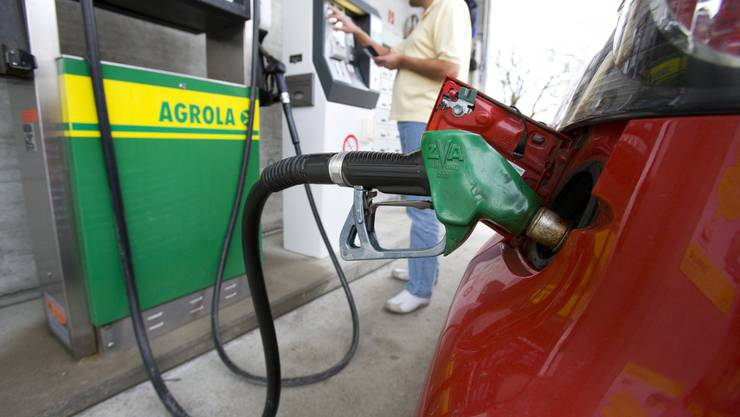 Autos, die viel Treibstoff verbrauchen, schneiden künftig schlechter ab