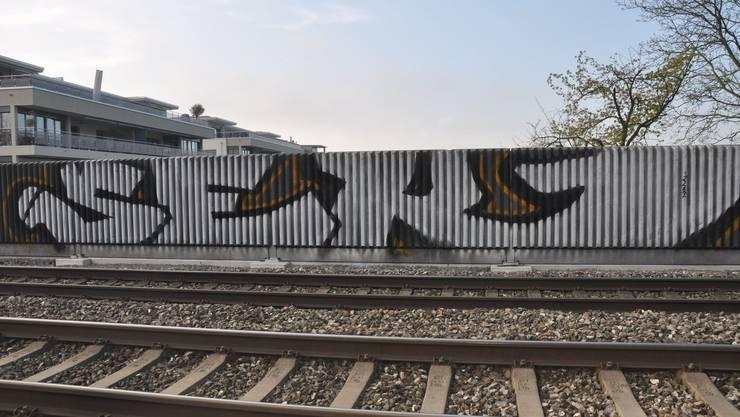 Der Mann hat in der Region Solothurn und Biel zahlreiche Graffitis gesprayt. Hier im Frühjahr 2014 in Bellach.