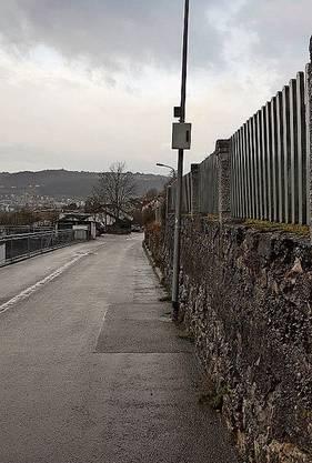 Hier an der Rebbergstrasse in Ennetbaden werden Verkehrssünder seit Mitte Dezember gefilmt und gebüsst.