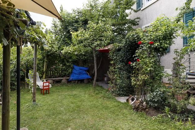 Ein kleines Paradies hat Wyss im Garten rund um das Haus, in welchem er seit 40 Jahren wohnt, geschaffen.