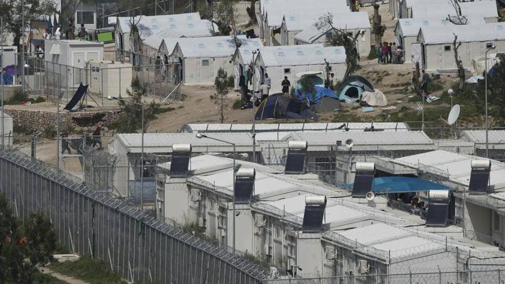 Bei einem Streit im völlig überfüllten Flüchtlingslager von Moira auf Lesbos ist eine junge Frau aus Afghanistan getötet worden. (Archivbild)