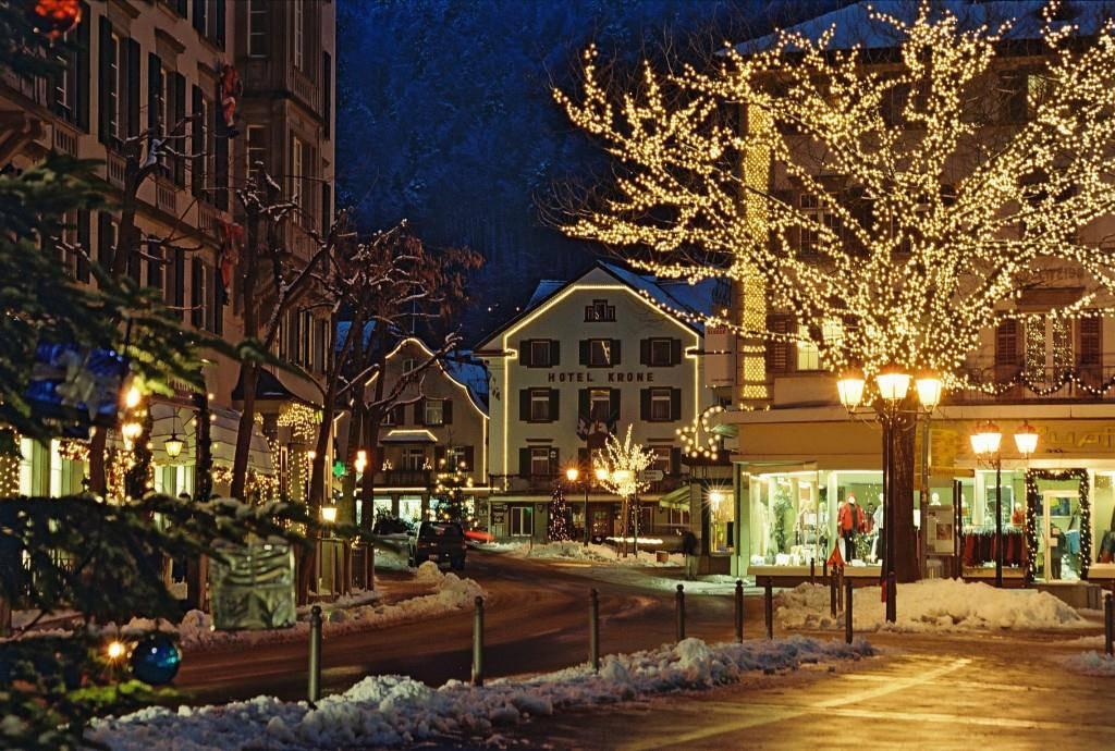 Häuser und Bäume - in Bad Ragaz leuchtet alles (© Foto Fetzer)
