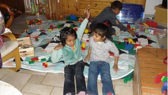 Szene an einem Donnerstagnachmittag: Während die Mütter Deutsch lernen, spielen die Kinder der Asylbewerber miteinander. zvg