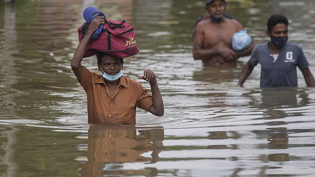 Heftige Regenfälle haben in Sri Lanka Erdrutsche und Hochwasser ausgelöst. Foto: Eranga Jayawardena/AP/dpa