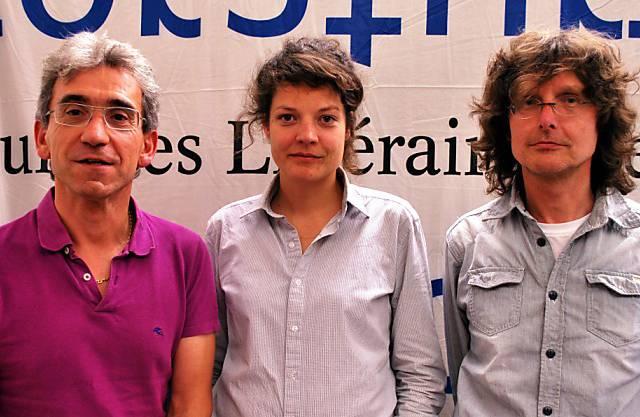 Hier posiert sie mit Franco Supino (Vorstand Geschäftsleitung) und Beat Mazenauer (Koordinator der Programmkommission.