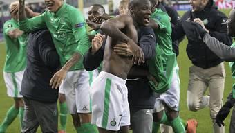 Spieler von Saint-Etienne feiern einen Punktgewinn gegen Marseille