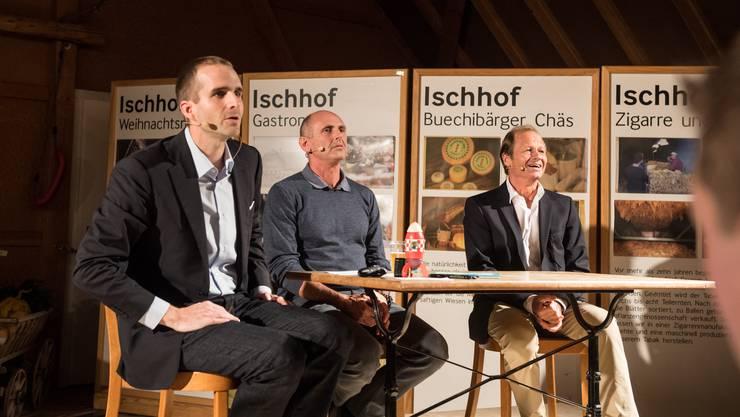 Talkmaster Simon Eberhard (links) mit Radrennfahrer Tony Rominger sowie Bildhauer, Maler und Grafiker Marc Reist (rechts).