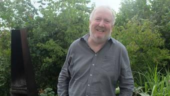 Daniel Müller in seinem Garten.