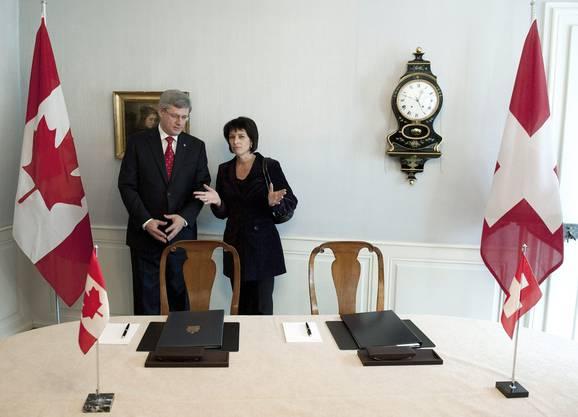Bundespräsidentin Doris Leuthard empfängt Stephen Harper, Premierminister von Kanada in Kehrsatz bei Bern.